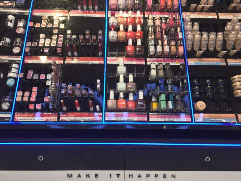 drogisterij-parfumerie-kruidvat-open-display-beveiliging-in-kasten