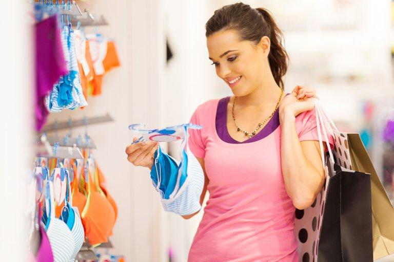 beveiliging-meisje-koopt-lingeriewinkel