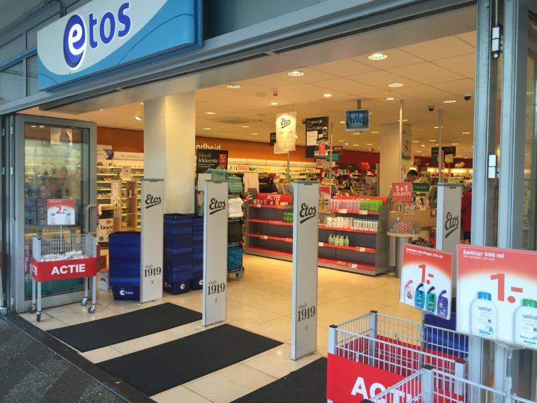 referentie_etos_antidiefstal-poortjes-met-bedrukking-logo-winkel_drogisterij